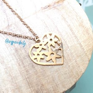 😘 4/$25 Gold Tone Heart Flowers Necklace